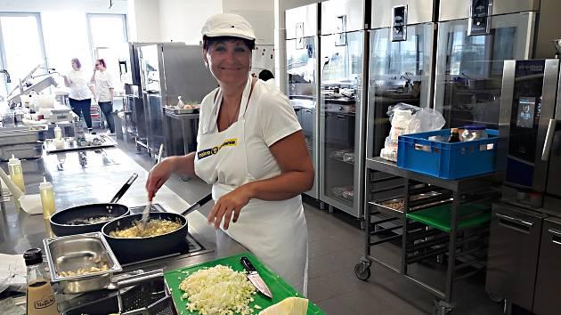 Kuchařka z novoměstské jídelny uspěla v celostátním klání s jídlem bez masa