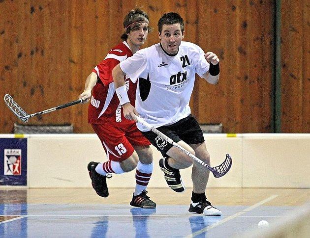 Tajným přáním kouče Hipposu Filipa Dvořáka (v bílém) je překonání prvního soupeře v play off.