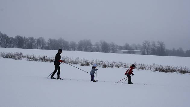LYŽE. Běžkaři si o víkendu užívali bílých stop.