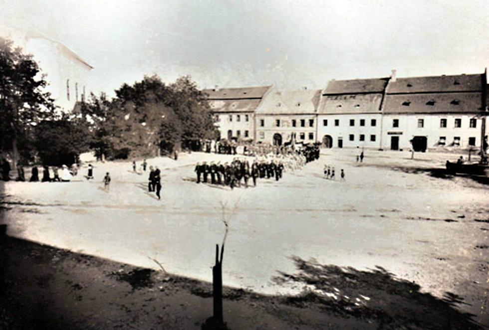 První veřejné vystoupení novoměstského hasičského sboru.