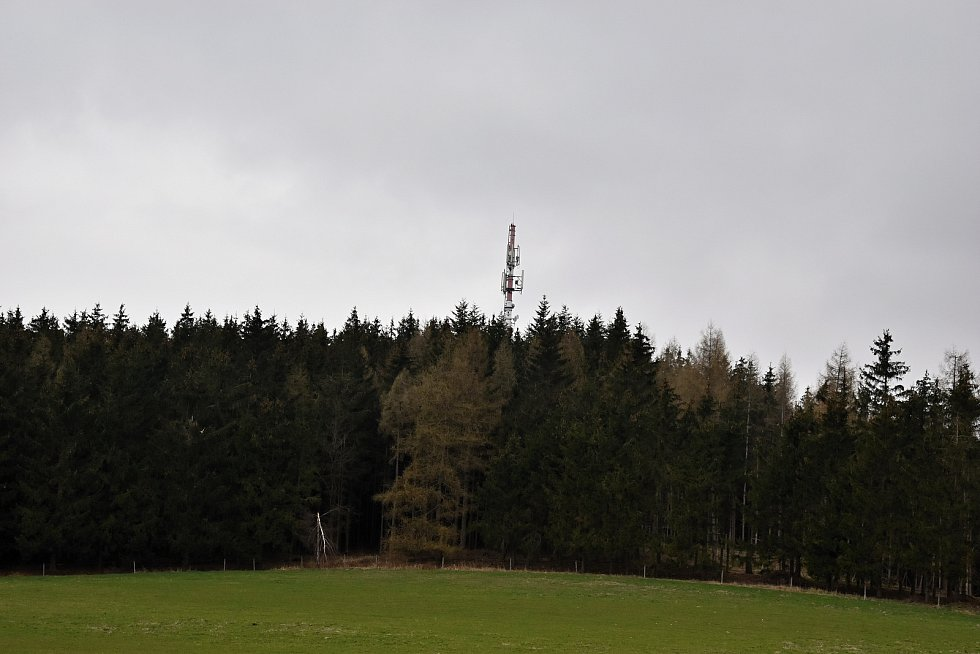 Rozhledna, z níž je pěkný výhled na Přibyslav, Lipnici, okolní obce i Zelenou horu, se nachází ve výšce 645 metrů nad mořem.