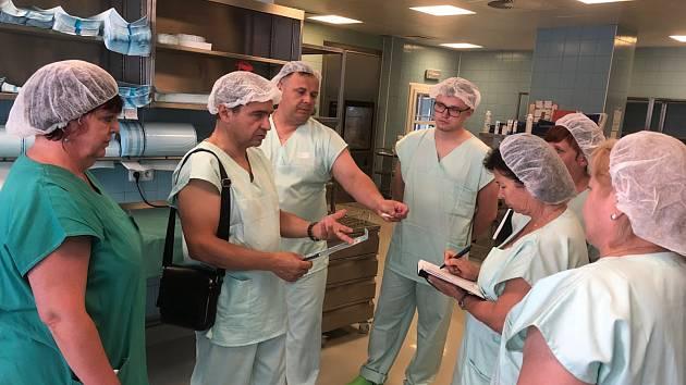Ukrajinští zdravotníci se zajímali o chod novoměstské nemocnice.