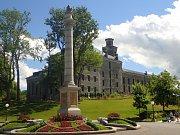 Québec je jedinou provincií, kde je angličtina menšinovým jazykem.  Jedna z mnoha historických budov ve městě.