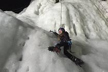 Ani teploty nad bodem mrazu a obleva nezastavily lezení na ledopádu ve Víru.
