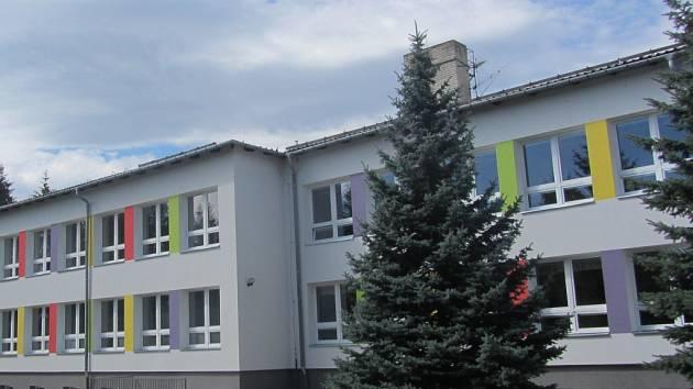 Mateřská škola v Bobrové bude kácet stříbrný smrk. Nabízí jej jako vánoční strom.