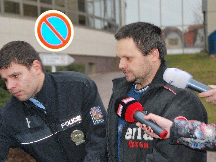 Miloš Straka byl eskortován  do brněnské vazební věznice.