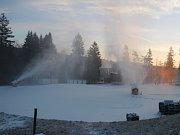 V novoměstské Vysočina Areně zasněžují.