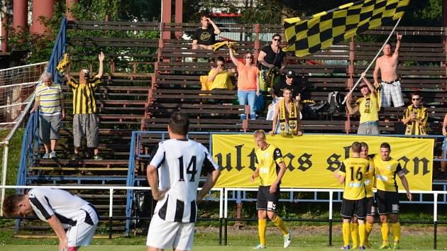 Rosice (ve žlutém) v 1. kole Poháru FAČR vyhrály ve Žďáře 3:1.