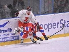 V sobotním utkání 31. kola II. ligy – skupiny Střed  si hokejisté Žďáru nad Sázavou (v bílém) bez větších problémů poradili s jihočeským Pískem.