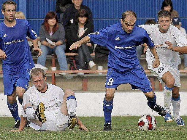 V nezáviděníhodné situaci se ocitli fotbalisté Bystřice. Po třech porážkách v řadě klesli na šesté místo a v neděli budou navíc hostit druhou Polnou.