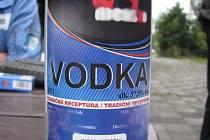 Lidé, kteří se dostanou k alkoholu s nejasným původem, by jej raději neměli ani ochutnávat.
