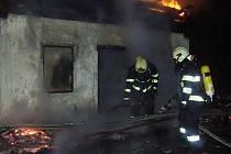 Ačkoliv u požárů již dobrovolní hasiči zasahují v menší míře než před lety, neobejdou se bez speciální výzbroje a výstroje. Nezbytností je ikvalitní fyzická příprava.