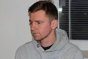 Zbyněk Dvořák před Okresním soudem ve Žďáru nad Sázavou