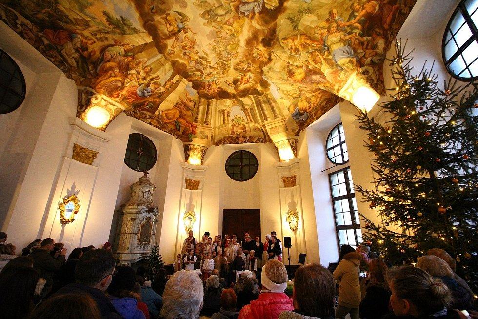 Vánoční trh 2019 v zámku ve Žďáru.
