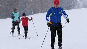 Sněhová nadílka zlákala do stopy davy lyžařů. Konečně pravá zima, mnou si ruce