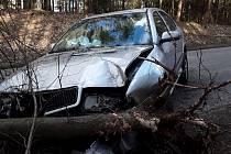 Nehoda dvou aut u Šlapanova.