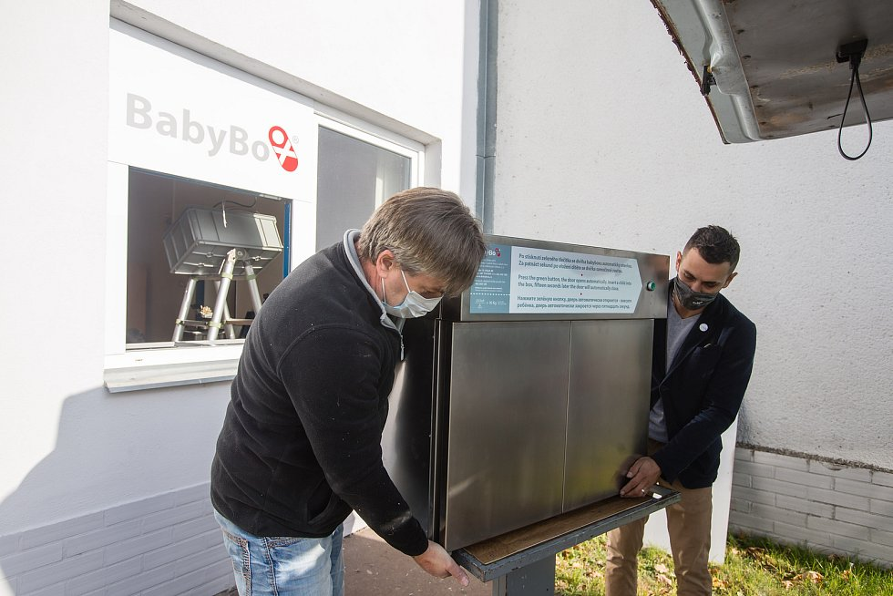 Instalace babyboxu ve firmě Tokoz ve Žďáru nad Sázavou.