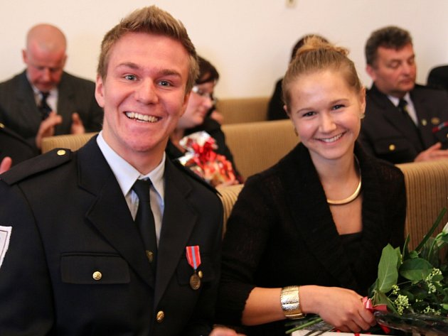 Daniel Nečas, který za tři týdny oslaví 20. narozeniny, v zámku v Přibyslavi převzal medaili Za záchranu života.