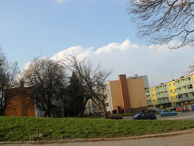 Novoměstská radnice má v plánu vystavět v lokalitě dva komunitní domy. První z nich se začne stavět co nevidět, další by měl časem vzniknout pod ním.