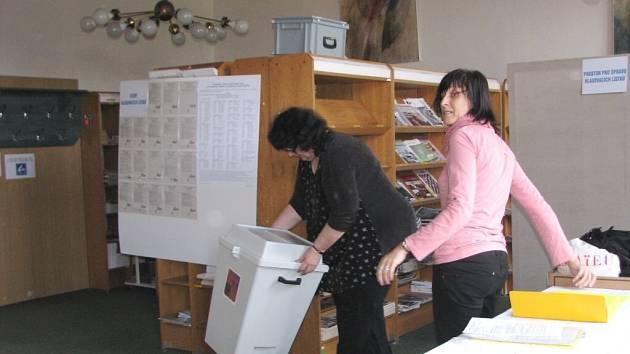Žďárští poprvé chodí volit do knihovny