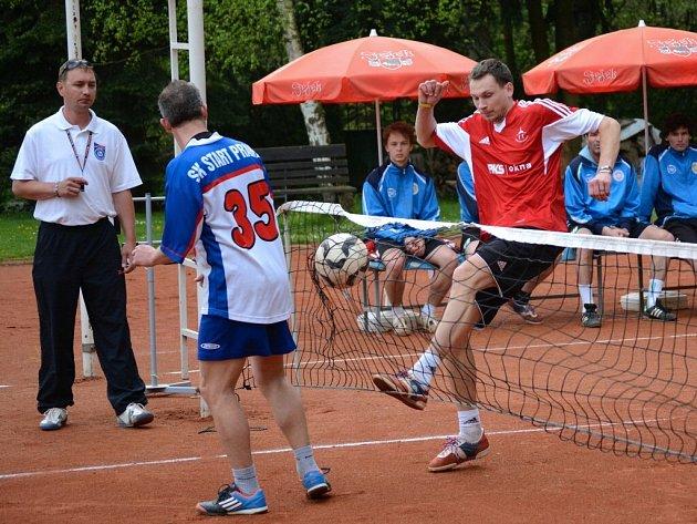 Domácí Martin Krátký (vpravo) pokračoval v nepřesvědčivých výkonech z předchozích dvou utkání. Na svého soupeře ze Startu Praha neměl nárok.