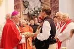 Třem novým zvonům pro kostel svatého Jana Nepomuckého ve Žďáře nad Sázavou požehnal brněnský biskup Vojtěch Cikrle.