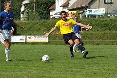 Bohdalovský útočník Jaku Kántor (ve žlutém) vstřelil v posledním zápase dva góly.