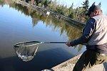 Rybáři se na Sykovci učili muškaření