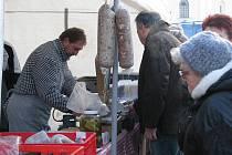 Zimní trhy nabídly i zabijačkové speciality