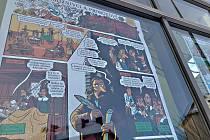 Unikátní komiks v oknech novoměstského kulturního domu.