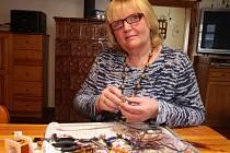Věra Studená z Kuklíku (na snímku) bude jediným zástupcem Vysočiny na celostátní výstavě českého drátenictví v Regionálním muzeu v Litomyšli.