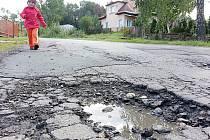 Rekonstrukce v nejbližších dnech čeká také silnici mezi Vojnovým Městcem a Košinovem. V úseku silnice bude opravena i opěrná zídka a dva silniční mostky.