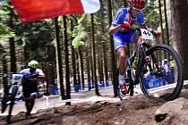 Mistrovství světa horských kol, závod v cross country mužů do 23 let 2. července v Novém Městě na Moravě. Na snímku vpravo český reprezentant Matěj Průdek.