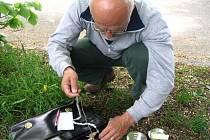Sítě i kroužky mají ochranáři z CHKO žďárské vrchy připravené. Jen ptáci se sítím vyhýbají. Dva noční pokusy o odchyt ztroskotaly.