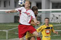 Útočník Miloš Prášil (v bílém) se v divizi proti Bohunicích gólu nedočkal. Střeleckou formu si proto odskočil najít do I. B třídy, kde hattrickem skolil Křižanov.