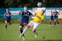 Na první domácí výhru v tomto ročníku MSFL fotbalisté Nového Města (v modrém) dál čekají. S béčkem Sigmy Olomouc hráli nerozhodně 3:3.