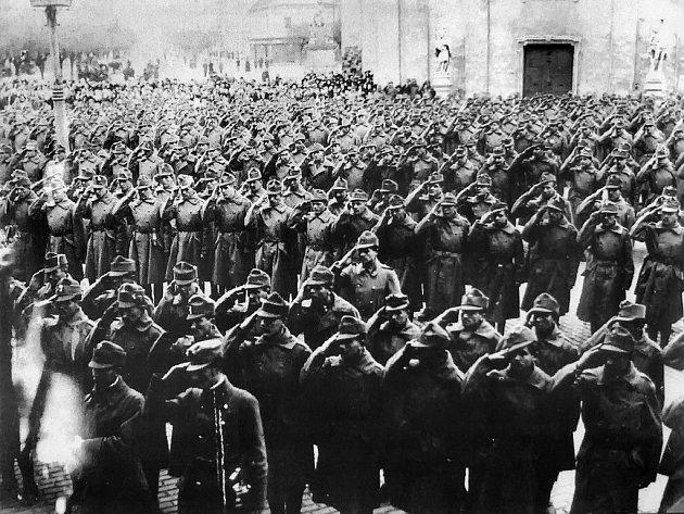 Jaká byla výstroj vojáka v první světové válce? Jak vypadá kalamář z nábojnic? Nejen to se dozvědí návštěvníci výstavy Velká válka, kterou připravuje Muzeum ve Velkém Meziříčí na Žďársku.