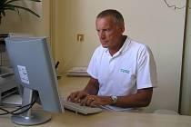 Nové pacienty ještě registruje například praktický lékař ordinující ve žďárské poliklinice Jaroslav Bednář.