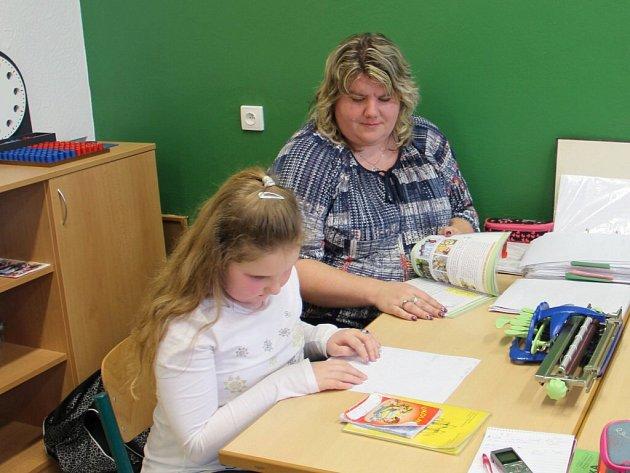 Linda Jůdová se může zapojit do výuky i díky pomoci své tety a zároveň asistentky Markéty Jůdové.
