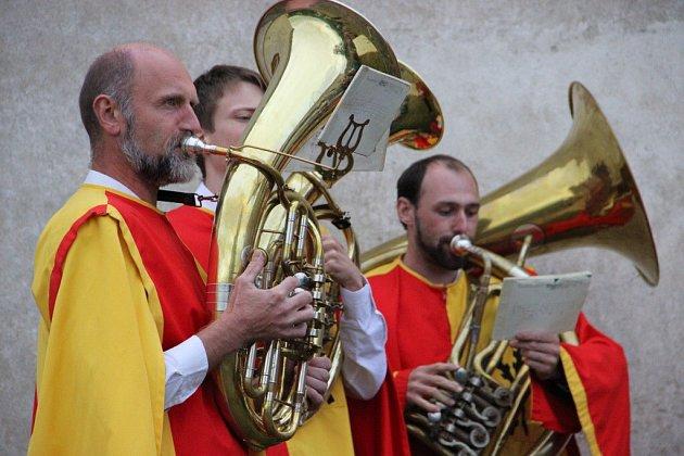 Z poutního kostela Jana Nepomuckého na Zelené hoře ve Žďáře nad Sázavou se v neděli po 74 letech ozvaly zvony. Poslech si lidé zpestřili kulturním programem a procházkou kolem kostela.