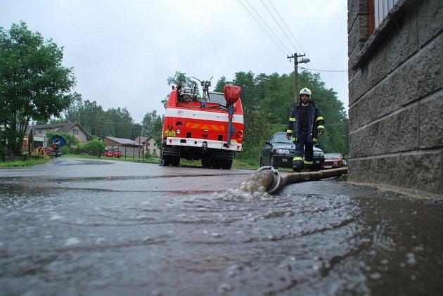 Velká voda ve Velké Losenici.