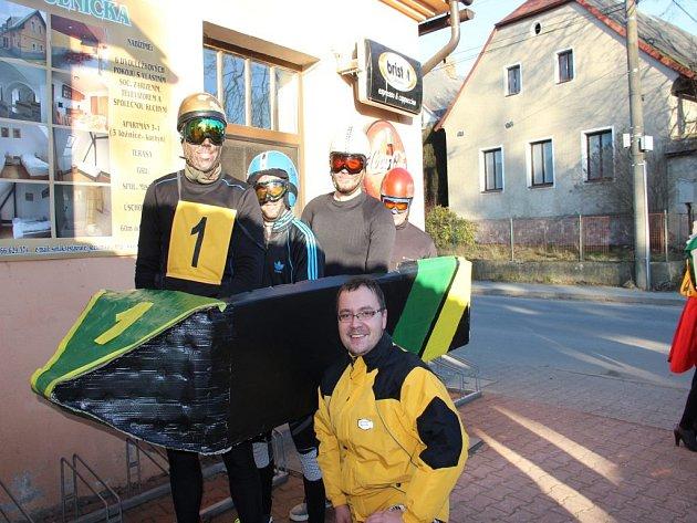Na trať v Polničce se vydala i posádka jamajského bobu se svým trenérem.