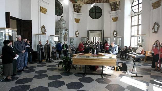 Dílo Karla Hynka Máchy v ilustracích je k vidění v Muzeu knihy v zámku rodiny Kinských ve Žďáře nad Sázavou.
