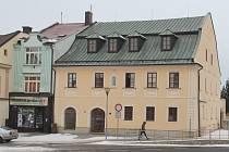Historickou budovu ve Žďáře spravuje městská knihovna. Na půdě má vzniknout galerie.