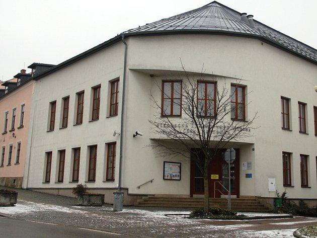 Nemovitost Všeobecné zdravotní pojišťovny kupuje město. V příštím roce projde přestavbou a následně do ní bude přestěhována základní umělecká škola.