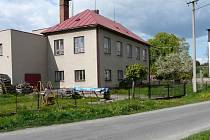 Budovu školy v Bobrůvce přestali využívat v roce 2001.