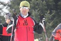 Radek Jaroš je dlouholetým ředitelem vytrvalostního závodu. Osobně si v něm ale na lyže stoupl poprvé. Štafetu absolvoval spolu se svou přítelkyní Olgou Růžičkovou (na snímku vpravo dole).