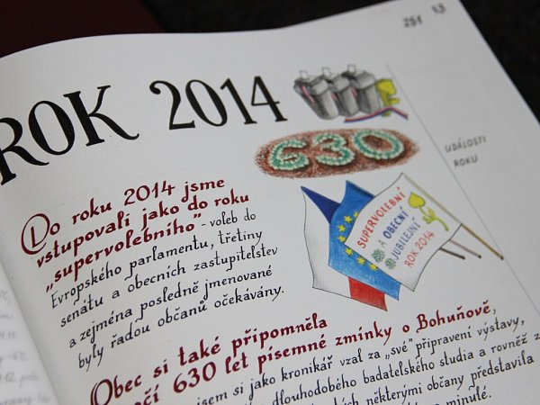 Události, které do obecní kroniky Bohuňova ručně zaznamenává kronikář Martin Šikula, jsou často doplněny ilustračními kresbami.