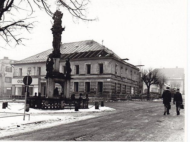 Soubor spojených domů stál na žďárském náměstí do začátku 70. let 20. století.