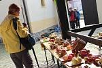 Jablka více než stovky odrůd, jablka v karamelu, jablečný mošt, ale i další ovoce nabízí novoměstská Ovocná výstava v Horáckém muzeu.